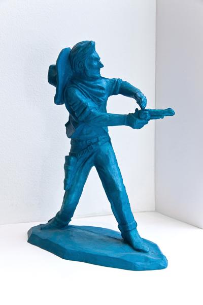 Min vän Jonny 2008. Del 1 av en skulptural utsmyckning Huge fastigheter, Huddinge. 30 cm hög plastskulptur.