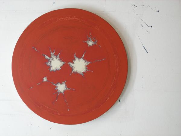 Bulls eye 2008. Del 2 av en skulptural utsmyckning Huge fastigheter, Huddinge. 100cm oljefärgfärg blandad med bivax målad på bomullsduk.